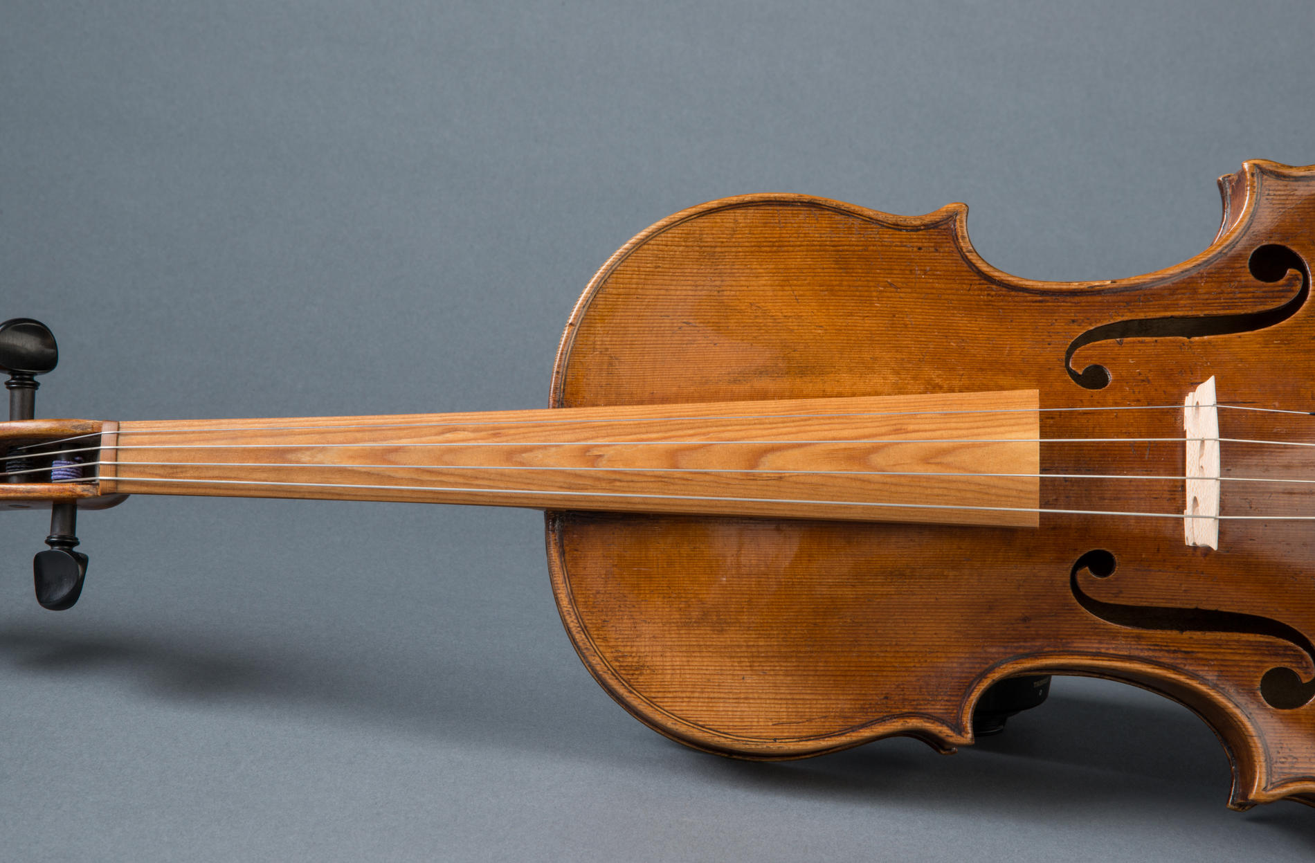Violin with fingerboard from Sonowood spruce.