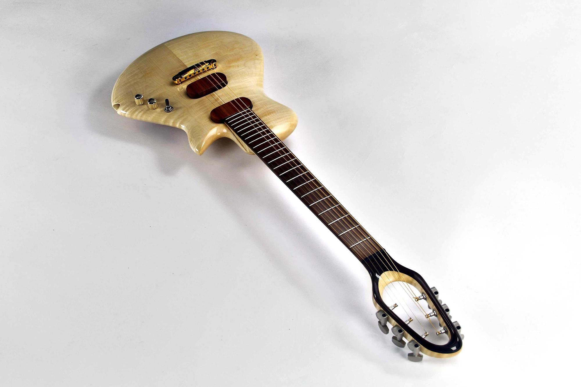 CannaGuitar mit Griffbrett, Brücke und Kopfplatte aus Sonowood Ahorn von Canna Guitars